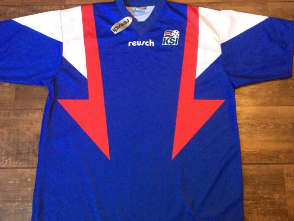 2000 2002 Iceland BNWT New Football Shirt Adults Large